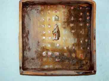 'Aufenthaltsorte' Ohrschmuck Silber, Gold, Kupfer im keramischen Kasten