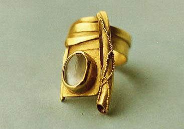 Gold granuliert, Mondstein